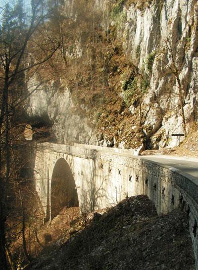 route-chratreuse-pont-du-trou-de-ane.jpg