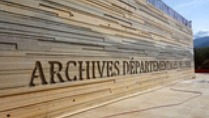 Photo de la façade du nouveau bâtiment des Archives départementales de l'Isère
