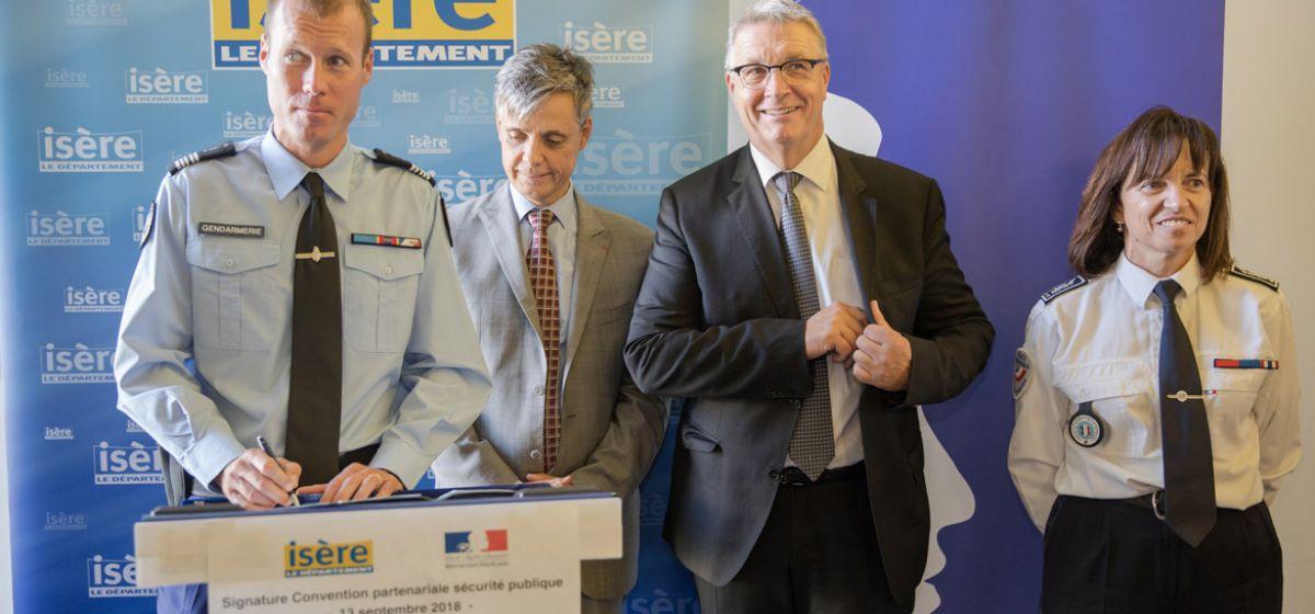 Signature du partenariat Etat/Département de l'Isère pour la sécurité publique