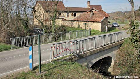 Pont sur le ruisseau du Catelan