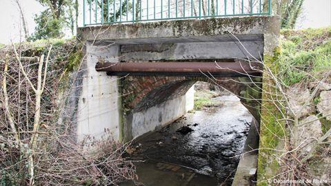 Pont du ruisseau du Moulin à Porte des Bonnevaux