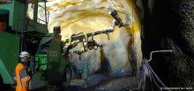 Travaux du tunnel du Chambon - Forage de la vôute pour le prochain tir de mines